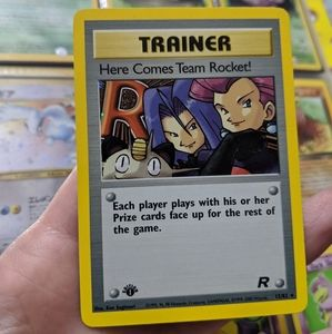 🆕HOLO 1ST EDI Here Comes Team Rocket Trainer Card